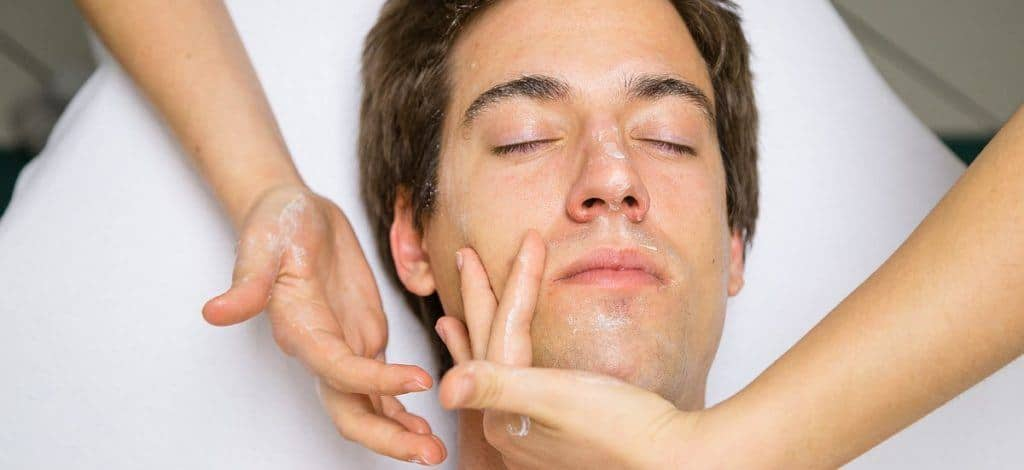 Kosmetik für den Mann: Mehr Erfolg im Beruf durch ein gepflegtes Äusseres!