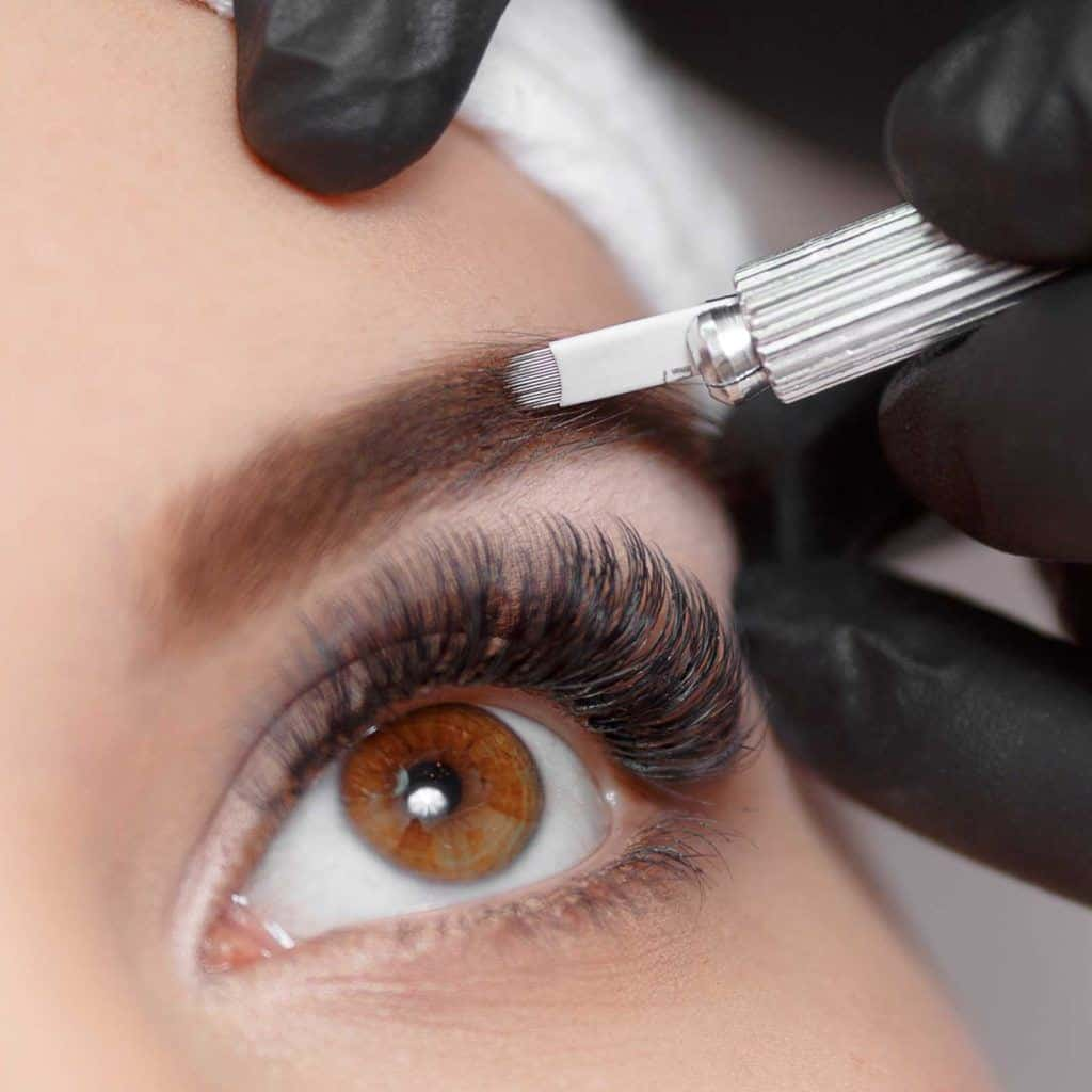 Augenbrauen mit günstigen Microblading